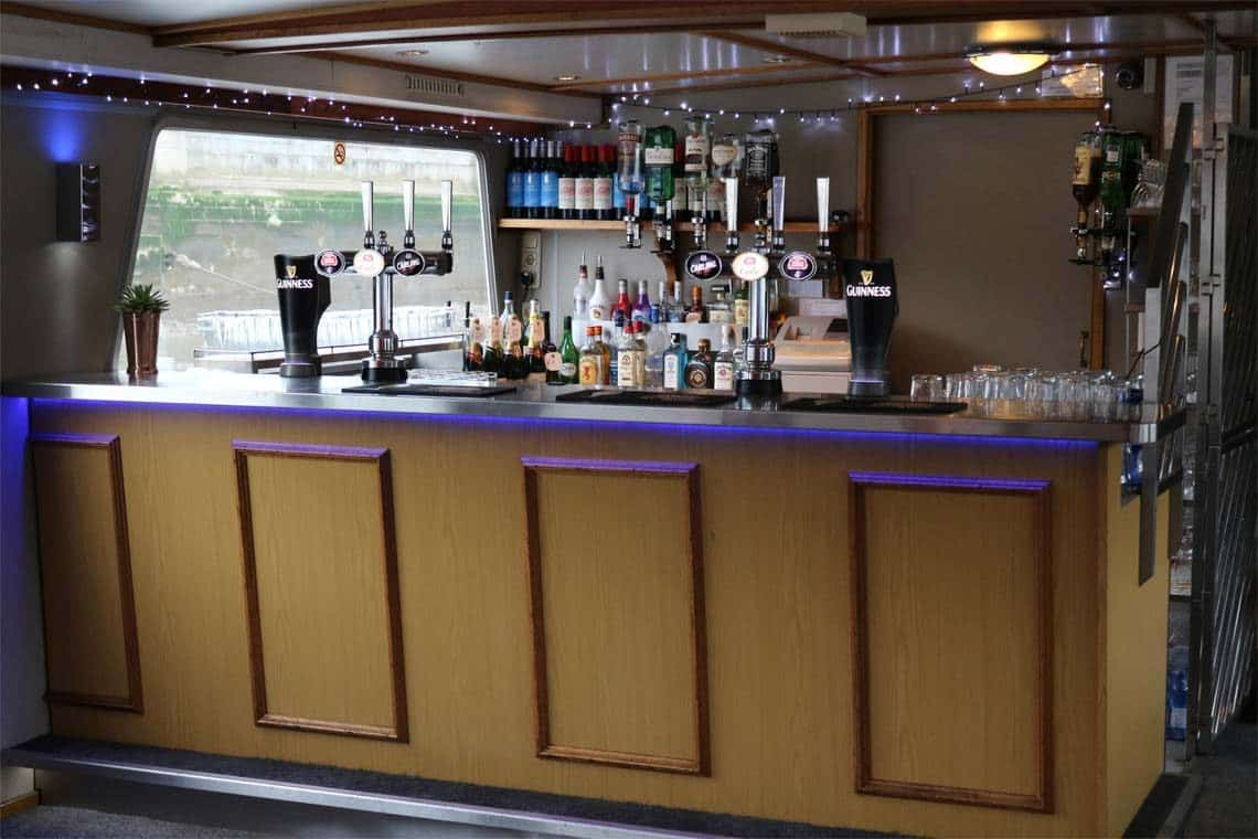 M.V Avontuur IV, Fully Licensed Bar