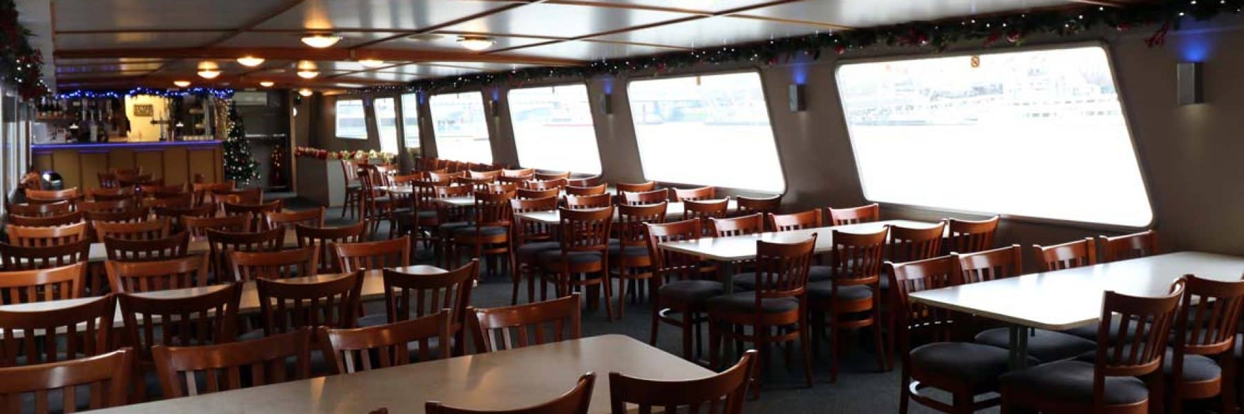 M.V Avontuur IV, Saloon | New Year's Eve