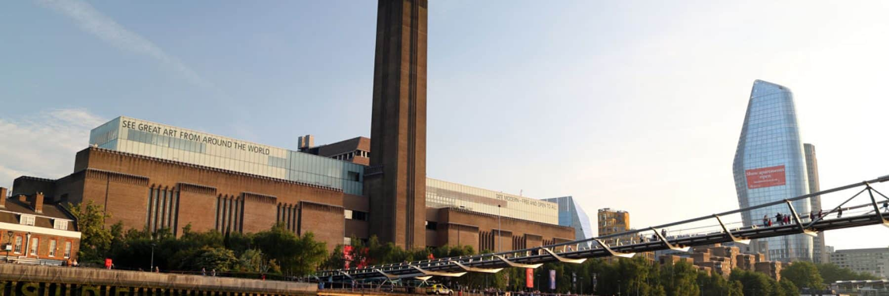 Tate Modern Art Gallery & the Millennium Footbridge in the evening